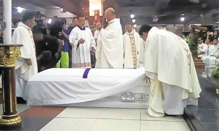 Duterte declares 'war on church' claims priest